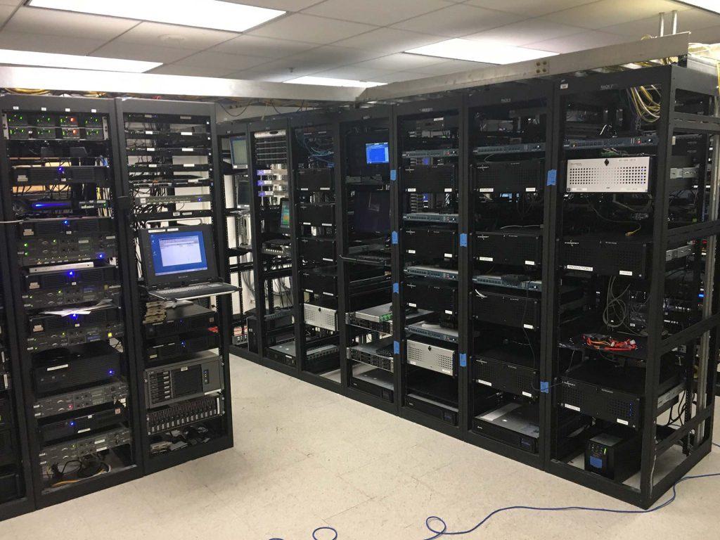 serveri/tekninen tila tuottaa lämpöä
